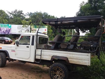 safari jeep 7 seater