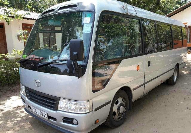 Toyota 29 Seater (1)